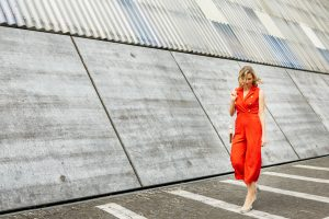 Modefotografie Dusseldorf Rheinhafen - Red Pantsuit